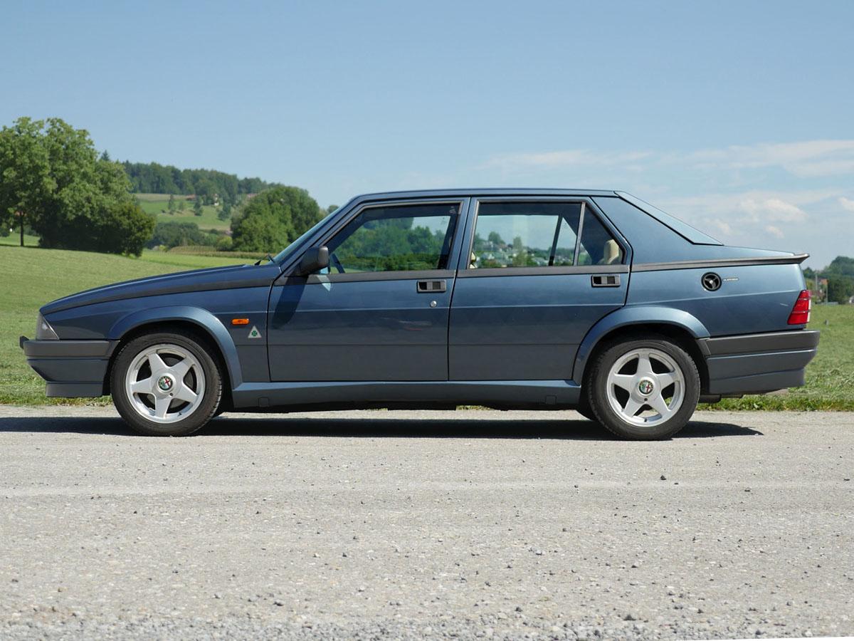 Alfa Romeo 75 2.0 Twin Spark blau 1990