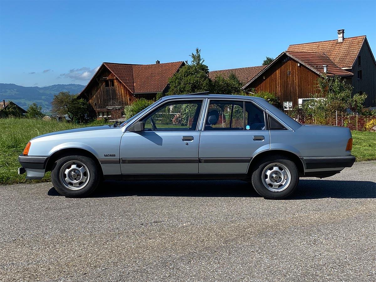 Opel Rekord E 2000 Handschalter blau 1983