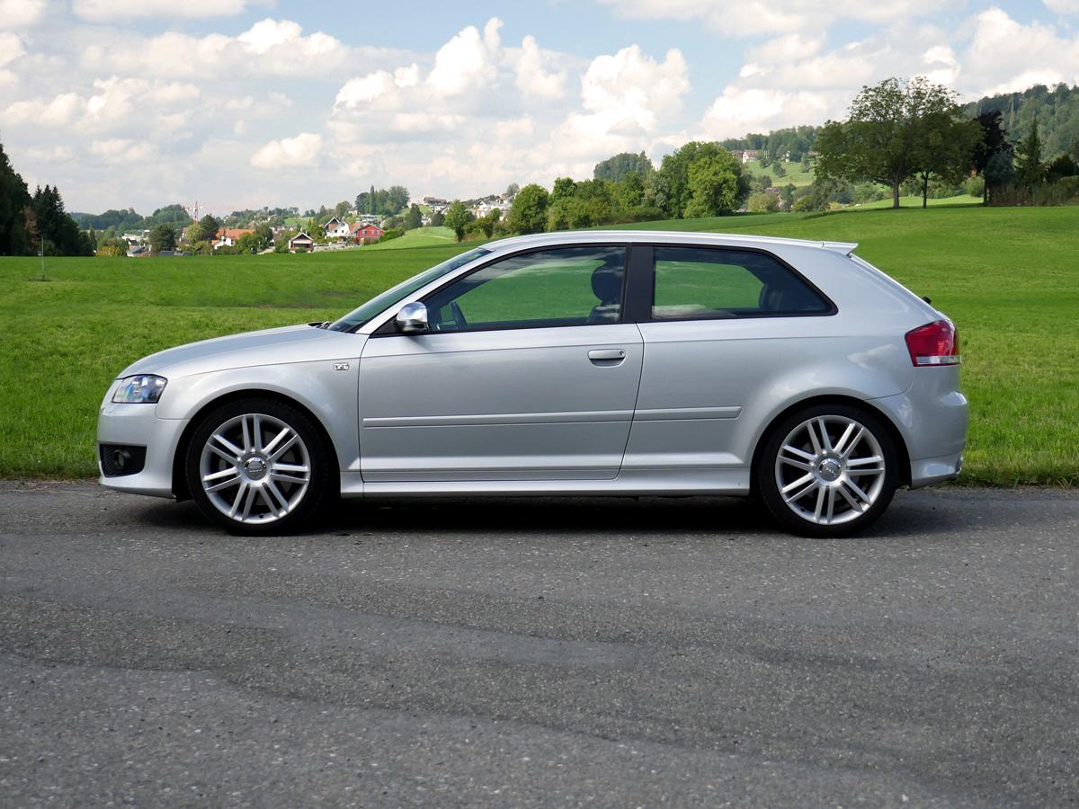 Audi S3 2.0 Turbo FSI quattro silber 2007