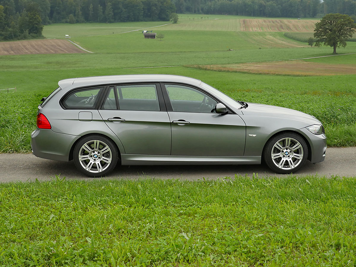 bmw 335i touring graumet 2011 1200x900 0000 1