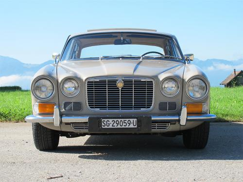 jaguar xj6 2-8 serie 1 beige 1971 1200x900 0003 4
