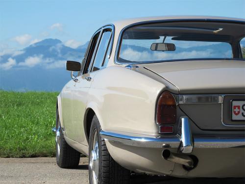 jaguar xj6 2-8 serie 1 beige 1971 1200x900 0005 6
