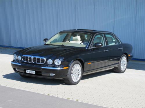 jaguar xj8 4-2 schwarz 2003 1200x900 0001 2