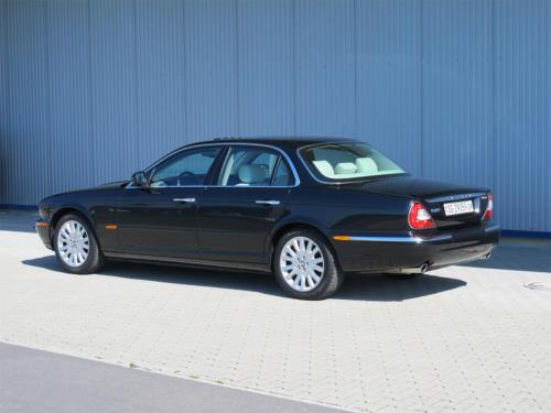 jaguar xj8 4-2 schwarz 2003 1200x900 0002 3