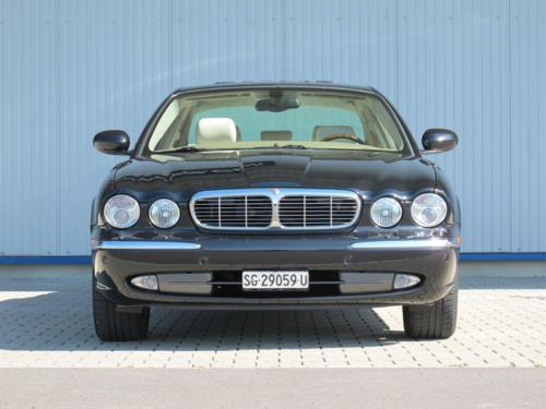jaguar xj8 4-2 schwarz 2003 1200x900 0003 4