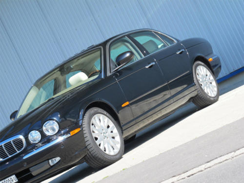 jaguar xj8 4-2 schwarz 2003 1200x900 0004 5