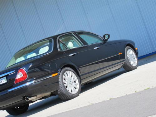 jaguar xj8 4-2 schwarz 2003 1200x900 0006 7