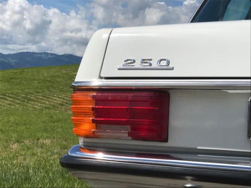 mercedes benz 250 strich acht weiss 1975 1200x900 0014 15