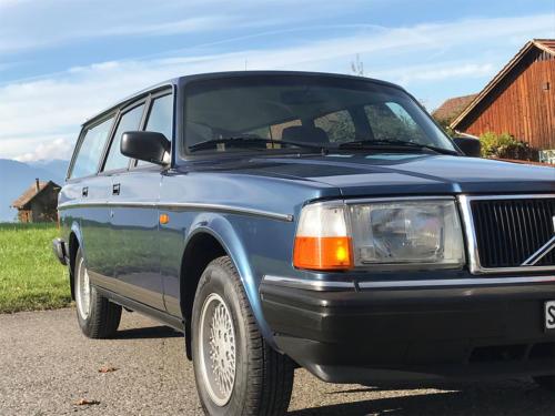 volvo 240 classic kombi dunkelblau automatic 1993 0005 Ebene 10