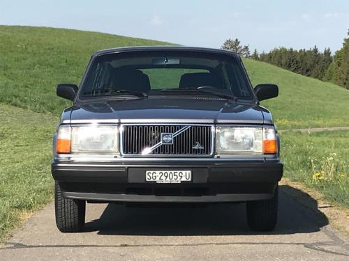 volvo 240 classic kombi dunkelgrau 5-gang 1992 1200x900 0002 3