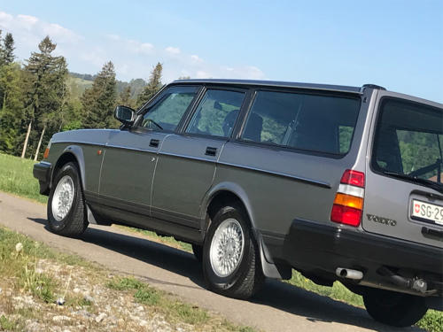 volvo 240 classic kombi dunkelgrau 5-gang 1992 1200x900 0004 5